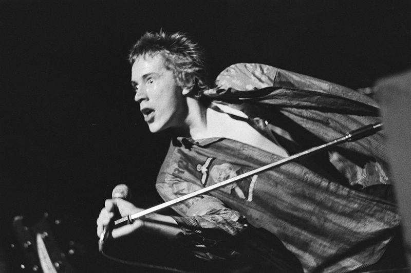 Sex_Pistols_in_Paradiso_-_Johnny_Rotten_1